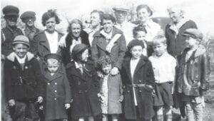 Robert Barrett and members of his family in Swartz Creek in 1935. Photo provided